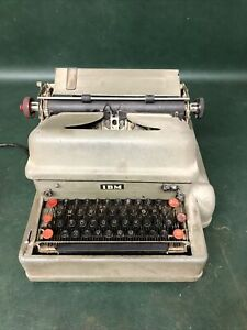 Vintage WWII Military IBM early Electriomatic Typewriter~  Powers Up Works
