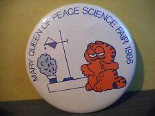 MARY QUEEN OF PEACE SCHOOL PIN PINBACK BUTTON,1986,NEWFOUNDLAND,GARFIELD