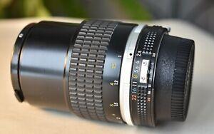 MINT Nikon  Nikkor 105mm 2.5 AI-S lens