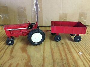 ERTL #52 NARROW FRONT INTERNATIONAL 66 SERIES AND WAGON SET 1/32 SCALE USED 70s