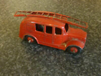 DINKY TOYS No.250 STREAM LINE FIRE ENGINE 1954-62 RED BODY & WHEEL HUBS