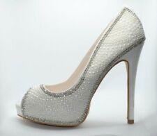 De Blossom Collection Wedding white Rhinestone 5in Stiletto pump size 5.5