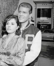 PEYTON PLACE - TV SHOW PHOTO #27 - BARBARA PARKINS + RYAN O'NEAL