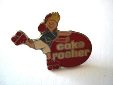 PINS CAKE ROCHER ENFANT PATIN A ROULETTE