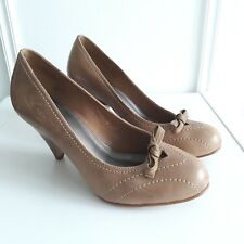Carvela Nude Beige Leather Round toe stacked mid heel bow court shoes Sz 3.5