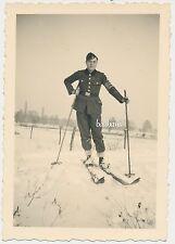 Foto Soldat auf Ski/Schneeschuhe mit Armbinde   2.WK  (D195)