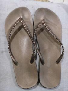 Gap Ladies Gap Tan/Bronze Thongs/Fliip Flops size 41/42
