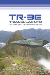 TR-3E Triangular UFO with Base 5 inch model Atlantis Toy and Hobby