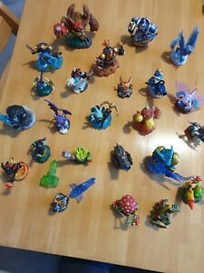 26 Nintendo wii skylanders Figures bundle