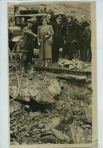 King George VI & Queen Elizabeth Visit Blitz Damage 1940 WW2 Press Photo