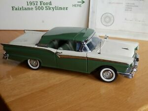 Danbury Mint Ford Fairlane Skyliner. 1:24. With Certificate and Box. Damaged.
