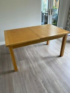 Willis Gambier Ltd solid oak dining table and 4 chairs
