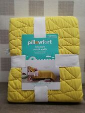 New Pillowfort Triangle Stitch Yellow full/Queen  Quilt ✅