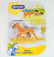 BREYER STANDARDBRED STABLEMATE HORSE MODEL, 6900 PEARLY PALOMINO COAT, TROT PACE