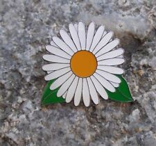Beautiful Ox Eye Oxeye Daisy Common Wild Flower White Bloom Brooch Pin Badge