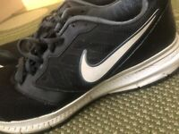 Mens Nike Running Trainers UK Size 8.5 Tennis Sport Outdoor Athletics Shoes