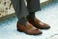 Cuir brun véritable des hommes faits à la main, chaussures habillées de mocassin