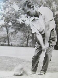 GREAT VINTAGE ORIGINAL PHOTO OF BEN HOGAN HITTING A GOLF BALL AT IMPACT