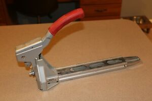 Bostitch Model D-18 Manual Carton Closer Box Stapler Clincher Staples 5/8 32/15