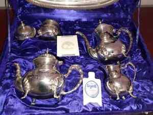 Antico servizio da te' in Silver Plate Sheffield Teiera zuccheriera lattiera old