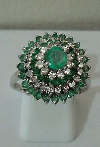 IMPRESSIVE VINTAGE 18 CT WHITE GOLD DIAMOND & EMERALD CLUSTER ENGAGEMENT RING