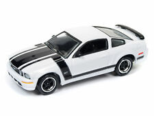 1/64 JOHNNY LIGHTNING 4A6 2005 Ford Mustang GT Gloss White