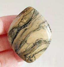 Natural Unikat  Sengilite,Sengilit Edelstein CABOCHON, 53x41x6mm 88ct (47)