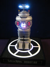 LOST IN SPACE MOEBIUS B9 ROBOT - PRO BUILT/MUSEUM QUALITY CONSTRUCTION & FINISH
