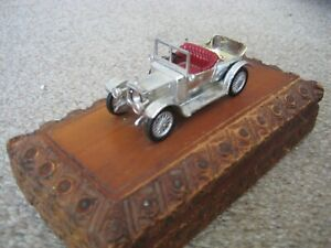 MATCHBOX MODELS OF YESTERYEAR DAIMLER MOUNTED ON A WOODEN BOX.