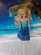 Barbie Puppe, mit blauen Rock, lange blonde Haare
