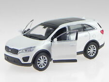 Kia Sorento white diecast model car 43710 Welly 1:41