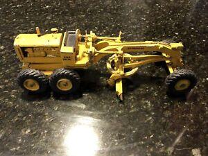 ERTL Caterpillar Cat No. 12 Grader 1:24 Model 1960s Metal USA Construction Toy