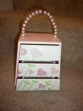 A GORGEOUS CHILDRENS SMALL WOODEN JEWELLERY BOX IN PINK WITH 3 DRAWERS & HANDLE