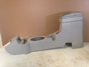 2006-2010 PT CRUISER OEM GRAY CENTER CONSOLE LID ARM REST W/ CUP HOLDERS