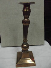 Bougeoir à base carré fût tronçonique à noeud binet couvert bronze Espagne XVII°
