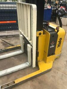 Yale Walkie Stacker straddle forklift ONLY 77 Hours
