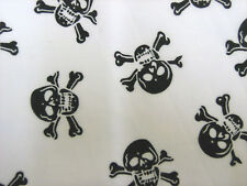 Black skulls sur blanc en polycoton craft/robe tissu largeur 112cms vendu par mètre