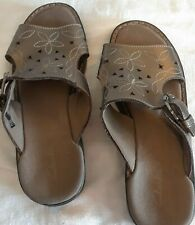 Clark's Womens Shoes Size 8M Taupe Colored Slip-Ons Leather Uppers EUC