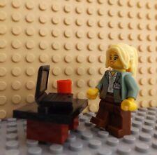 LEGO Brand New Mini Figure Girl Lady Laptop Mug Professional Worker at Desk Hair
