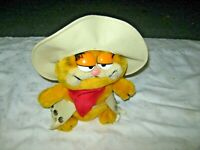 """A Vintage 1981 Daikin United Features Syndicate Plush 9.5"""" Cowboy Garfield Toy"""