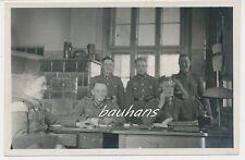 Foto  Schreibstube Soldaten-Telefon   2.WK (a660)