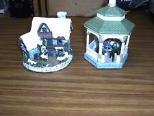 Two Used Christmas Village Items House And Gazebo (Barb8896 Ds121)