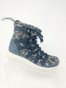 Women's Nike Roshe One Hi Shoes Boots 821776 400 Sz. 6 Floral Camo Winter Warm