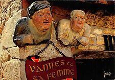 BR23322 La Bretagne Vannes et sa Famme buste en bois sculpte  france