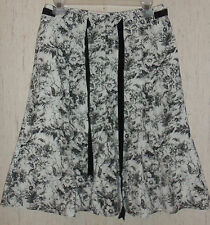 EXCELLENT WOMENS WHITE HOUSE BLACK MARKET LINED FULL SKIRT  SIZE 6