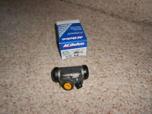65-9 Corvair  AC Delco Right Rear Wheel Cylinder
