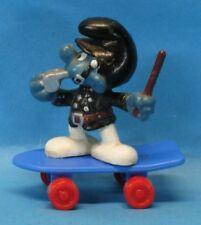 20901 POLIZIST Schlumpf Uniform schwarz Skateboard blau Räder rot Schleich
