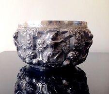Superbo Metallo Fine Argento Anticato BIRMANO ciotola con decorazione in rilievo FIGURINE