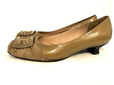 Clarks Kitten Heel Pump Leather Artisan Womens 9 M Brown Gold Career Casual