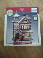 LEMAX VILLAGE COLLECTION KNICKERBOCKER PORCELAIN LIGHTED HOUSE WINTER SNOW